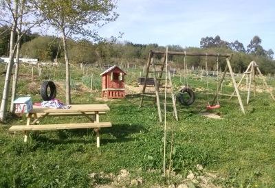 Zona recreativa y de columpios del terreno de Sopelana